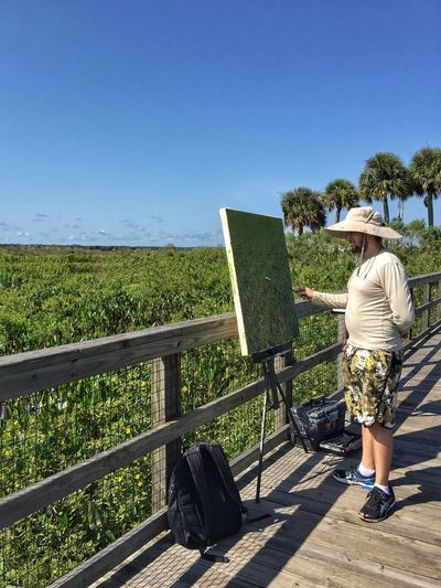 Artist at work Miguel Saludes Artist At Work Paynes Prarie Preserve Florida Nature Painting Art Painting In Front Of Young Adult Artist