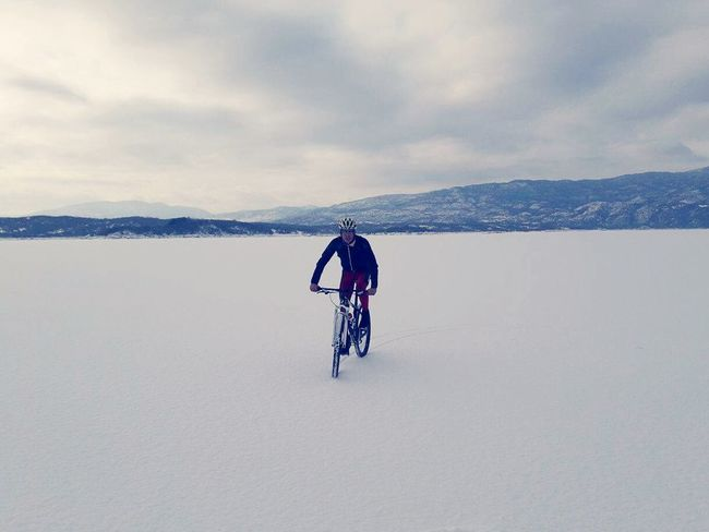 Winter Only Men Competition Outdoors Sport Portrait Snow Cycling Bicycle Beauty In Nature Nature First Eyeem Photo Day Winter Adults Only Full Length Nature Adult One Person Cold Temperature Adventure Cloud - Sky One Man Only Mature Adult Landscape 📈🚴🎣☕