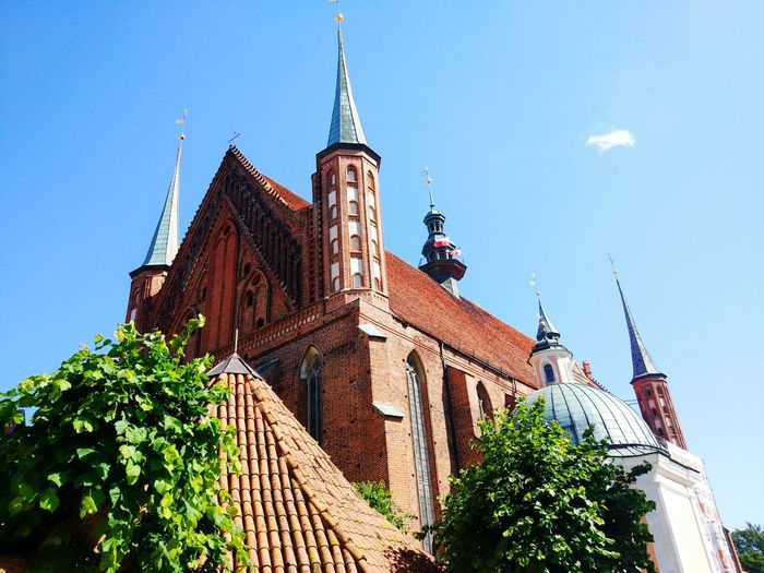 Architecture Business Finance And Industry Travel Destinations Blue Sky Outdoors No People Day Tree Masuren Religion Place Of Worship Spirituality Frombork Architectural Column Altar Eastern Europe Poland Travel Building Exterior Built Structure Full Frame Architecture Tranquility