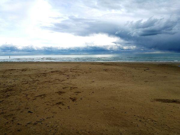 Un pensiero sempre positivo. Grottammare Lungomare Inverno Cielo Mare Spiaggia Domenica Beach Horizon Over Water Day Nature