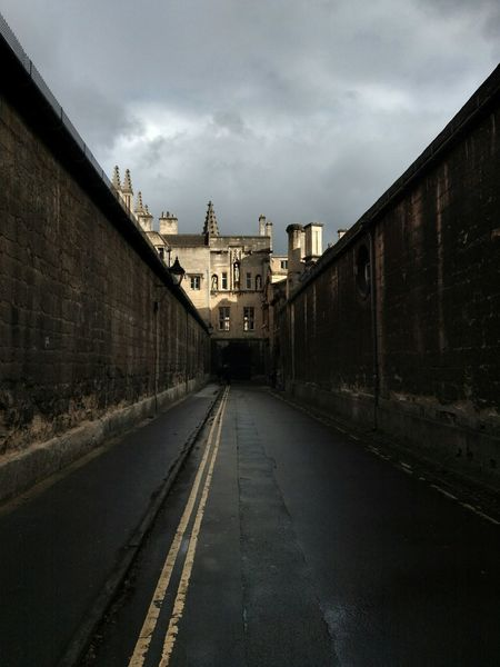 EyeEm Selects No People Day Daylight Photography Cloudy Cloudy Sky Uk Medieval Architecture Empty Streets Gloomy Gloomy Day Oxford Grey Day Gray Sky Grey Sky English Town England English Architecture Autumn October 2017