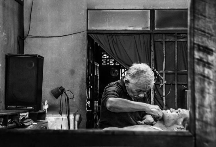 barber Streetphotography Black & White Thailand