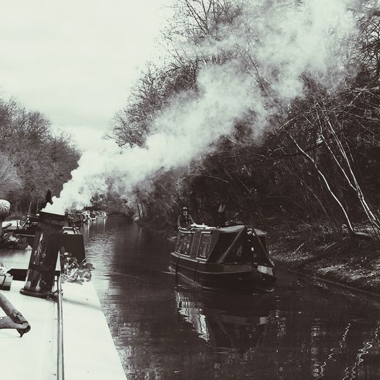 Winter in Avoncliff Winter Avoncliff Kennet And Avon Canal Canal Boat Narrowboat Towpath Smoke