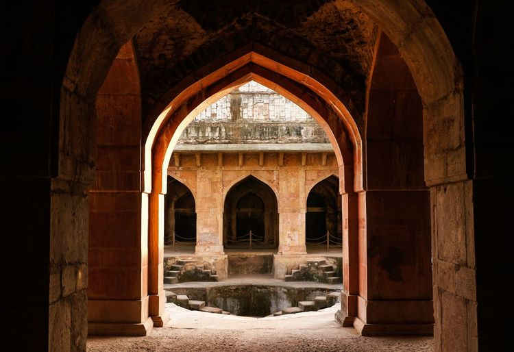 Doors EyeEmNewHere TheWeekOnEyeEM Architecture Old Ancient Fort Gate Door Madhyapradesh EyeEm Ready   Arch Business Finance And Industry Arts Culture And Entertainment No People Indoors  Politics And Government King - Royal Person
