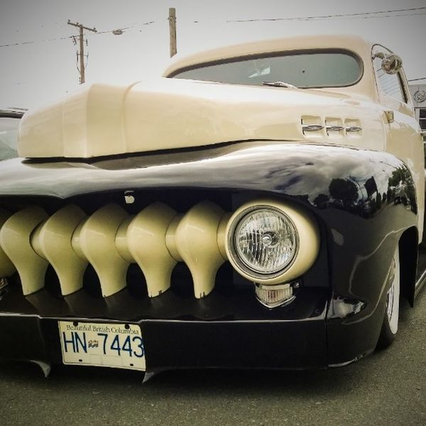 One seriously low and sweet ride. Lowrider Oldpickup Old truck HotRod