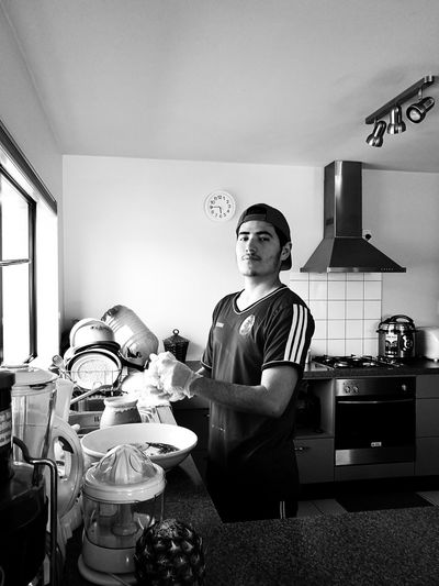 Young chef in B&W / Joven cocinero en Blanco y Negro. Young Chef Black And White Kitchen Cooking Portrait Ambient One Person Indoors  Domestic Kitchen Domestic Life Holding Food Joven Cocinero Blanco Y Negro Cocina Cocinando Retrato Ambiente The Week On EyeEm Second Acts Be. Ready. Black And White Friday Step It Up One Step Forward Fashion Stories