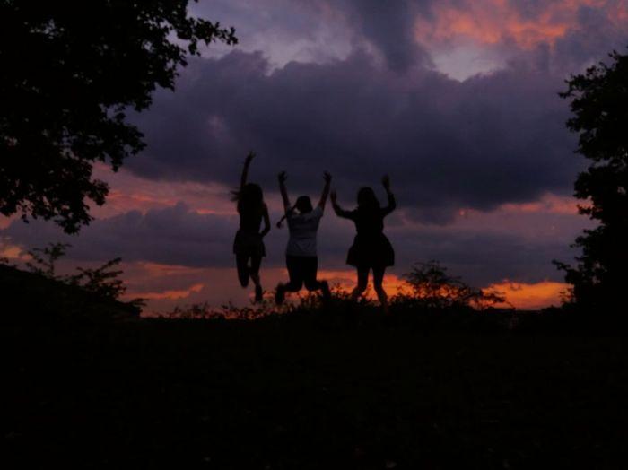 J U M P Photography HUAWEI Photo Award: After Dark Sunset Togetherness Silhouette Sky Friend