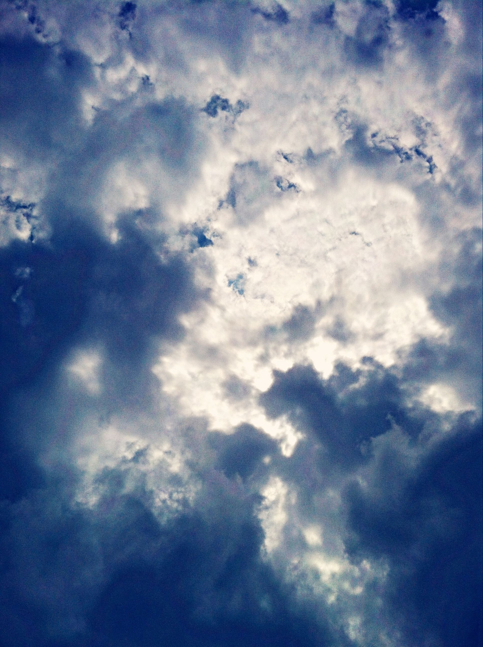low angle view, sky, cloud - sky, sky only, cloudy, beauty in nature, tranquility, blue, cloudscape, nature, scenics, backgrounds, cloud, tranquil scene, full frame, white color, weather, idyllic, outdoors, day