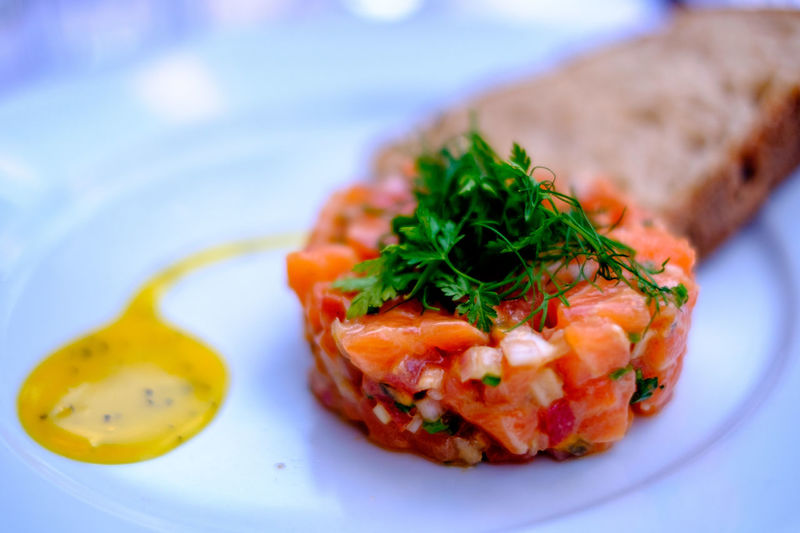 Dinner Goûter Haute Cuisine Lachs Meal Salmon Tartare Tartare Alimentation Close-up Day Fine Food Finefood Fish Food Food And Drink Freshness Healthy Eating Indoors  No People Plate Ready-to-eat Restaurant Salmon Salmon Sashimi Table Food Stories