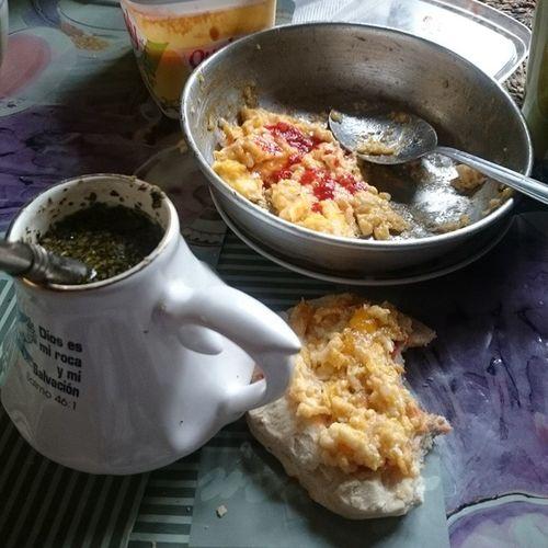 🍳Huevito con color y aji, su pan tostado y su buen mate con la Mami Diasdesur Linares Chile Lluvia