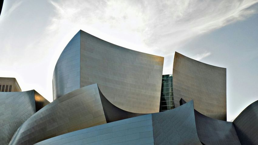 Hanging Out Taking Photos Check This Out Hello World Hi! Eye4photography  Love My City Street Photography Downtown Art Building Los Angeles, California Walt Disney Concert Hall Silver  Metallic Shiny Here Belongs To Me Los Ángeles Dtla Art District DTLA City Of Lost Angels Trolling DTLA L.A.♥ The Architect - 2016 EyeEm Awards