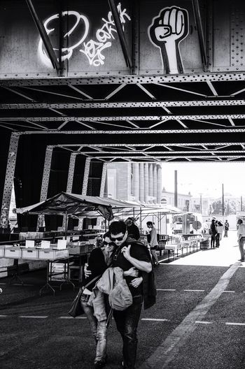 Urban Lifestyle Streetphotography Street Photography Flewmarket People People Watching People Photography Peoplephotography Berlin City Life City Urbanphotography Urban Telling Stories Differently B&w Street Photography Black And White Photography Streetphotography_bw Black & White Black And White The Street Photographer - 2016 EyeEm Awards Graffiti Capture Berlin Lovers Up Close Street Photography Monochrome BYOPaper! Sommergefühle EyeEm Selects