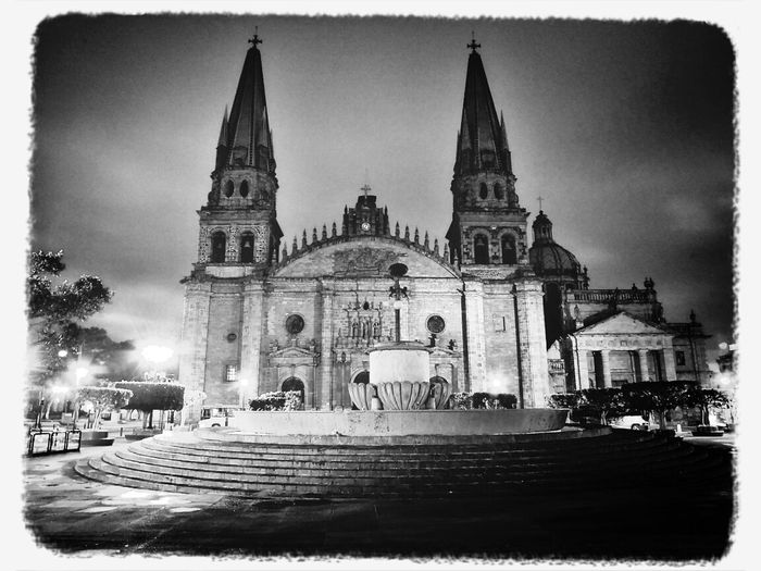 Catedral De Guadalajara, disfrutando el centro de la ciudad de Gdl Black & White Photo By Agustín Orozco Díaz - 2014