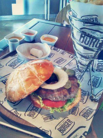 """Una de las cosas """"cheveres"""" de ser fotógrafo es cuando te invitan a comer, New York Burger lo mejor en sanguches que probe."""