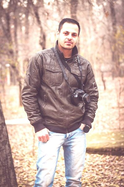 Hello World This Is Me Check This Out Men MenPortrait Me Portrait Style Jeans Jacket Mensfashion Taking Photos Photography Nature Natural Green Smile :) Cheers Chilllin Cheese