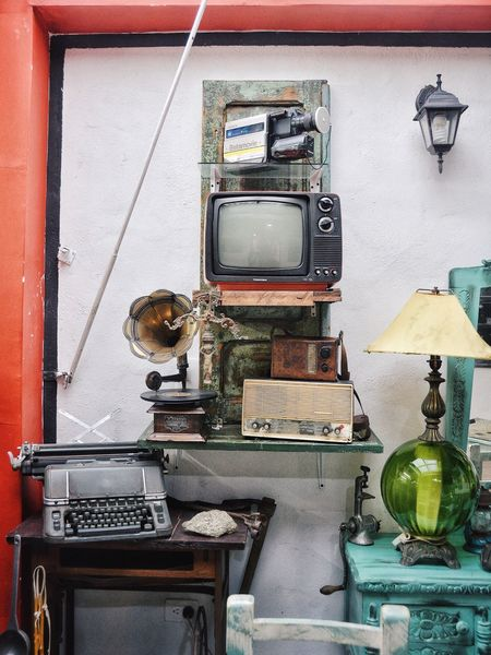 A house of treasures part II. Lieblingsteil Kitsch Vintage Style Vintage Interior Design Interior Obsolete House Objects Retro Old House Decor Old Camera Treasure Tv Old Television Writing Machine
