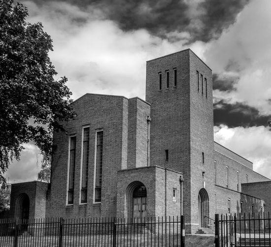 Church of Saint Barnabas, Wellingborough, Northamptonshire Northamptonshire Wellingborough Black And White Fujifilmxt1 FUJIFILM X-T10 Monochrome Architecture Church Churches