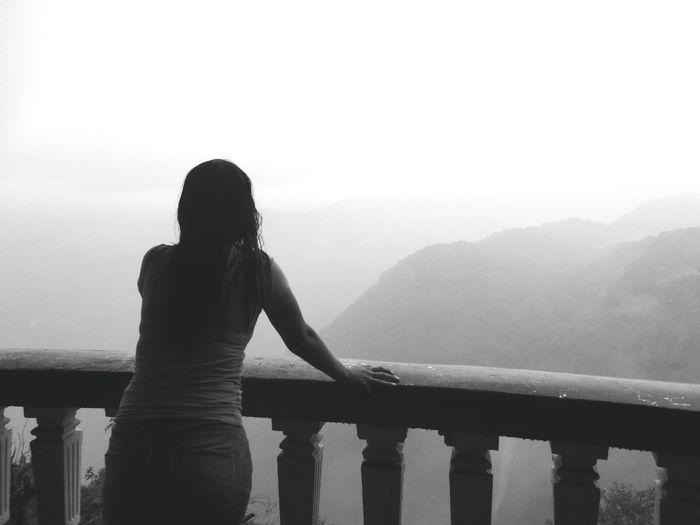 Perdiendo el rumbo. Water Women Fog Standing Beauty Silhouette Mountain Relaxation Railing Sky Lakeside Weather Foggy Rainy Season Mist Rain Rainfall RainDrop Calm Tranquil Scene
