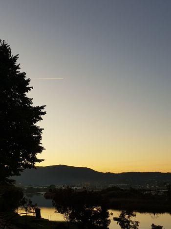 Paisajes Sunset Silhouette Tree Sky Lake Nature Beauty In Nature Tranquility No People Outdoors Landscape Scenics Water Mountain Day naturaleza Atardecer Anochecer Irun Paisaje Natural Paisajes Agua Montañas,