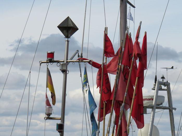 Harbour View Flag Flaggen Boats Schiffahrt Hanging Red Boat Mast Sailboat Sailing Boat Sailing Harbor