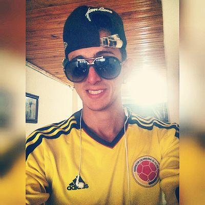Apoyando a mi @seleccionColombia Colombia Bogotá Cali Medellín Sport Adidas Reggaeton  Selfie Me Instapic Instadaily Latin Worldwide Instashot Nocrop Bogopautaco Feelingmusic LV Glass Dondepautalosmejoresartistas smejoresartistas