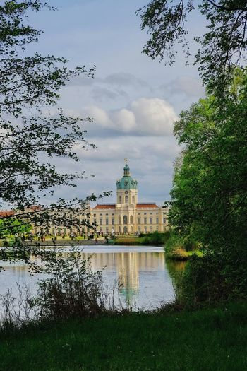 Spaziergang am Schloss Charlottenburg Politics And Government Water City Tree Lake Reflection Sky Architecture Building Exterior Cloud - Sky Federal Building Reflecting Pool Government Building Tourist Attraction  Reflection Lake Dome
