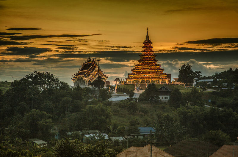 Sunset Sky Nature Outdoors Mountains Beauty In Nature Landscape Eye Em Nature Lover Dramatic SkyWat Huai Pla Kang Green Colour EyeEmBestPics Wat in the chaingRai Thailand Temple Temple In ChaingRai Wallpeper
