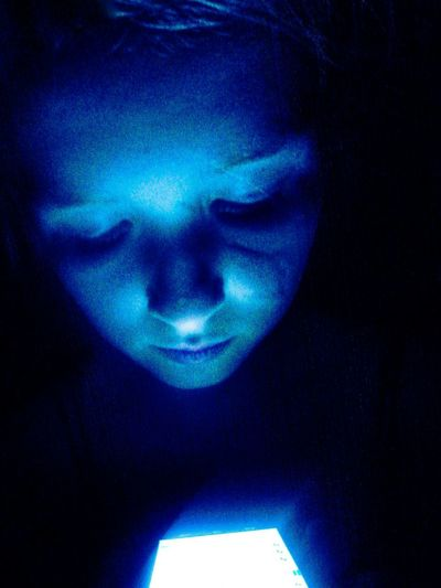 Alwetend Technology Is The End My Little Sister  Scar Blue Light Sureal Surreal Creative Light And Shadow