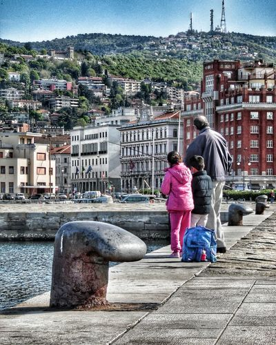 Lezione di pesca Pesca Mare Triestestreetlife Triestemonamour Trieste, Italy Triestephotodays Triesteraccontatrieste TriesteSocial Trieste Trieste_streetlife