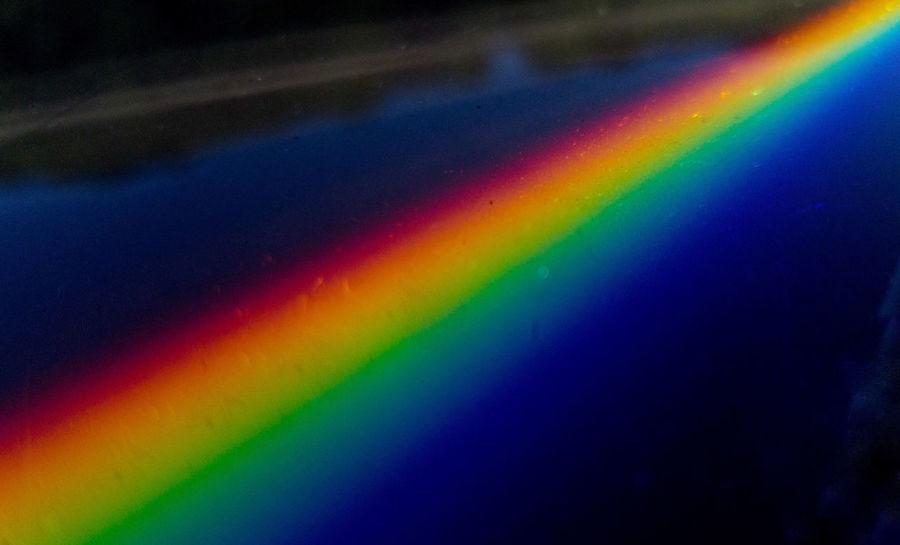 Salut, petit essai avec mon téléphone portable. Demain j'essaie avec mon appareil photo. Multi Colored Rainbow Spectrum Abstract Backgrounds Vibrant Color Full Frame Textured  No People Refraction