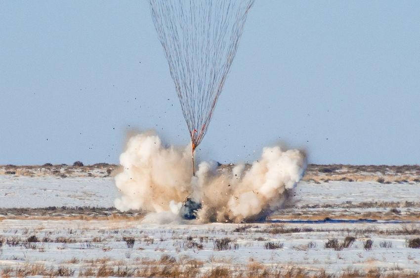 Момент касания спускаемого аппарата с поверхностью Земли Astronaut Astronauts  Cominghome Comeback Souzms05 Souz Ms 05 Space Space Craft Motion No People Outdoors