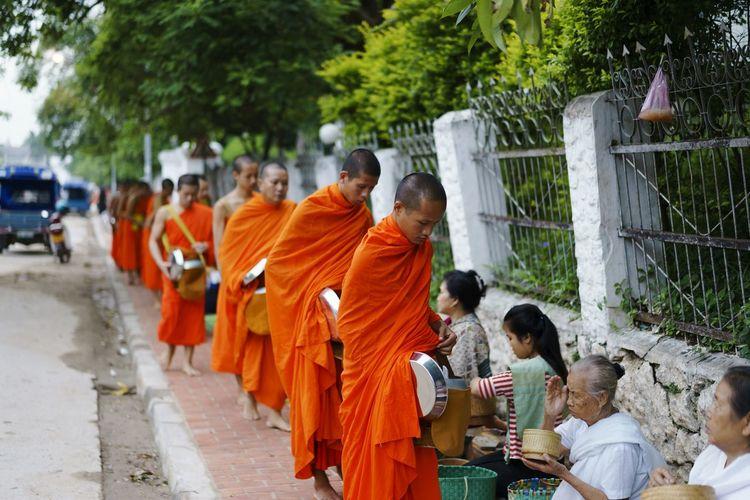 RePicture Travel Laos Luangprabang Religious Mendicancy Art Is Everywhere