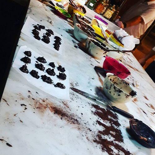 Sınavdan önce çikolata Workshop u 😄😃😊 ❤💚💙💛 @choccom ile Hrd deki arkadaşlarımla Chocolate Zihin açıklığı verir umarım 😂Turkishfollowers Turkey Istanbuldayasam Instaturkey Chocolates