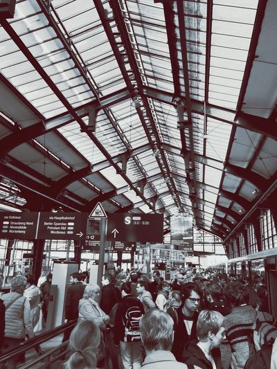 People Photography Train Station Crowded Blackandwhite