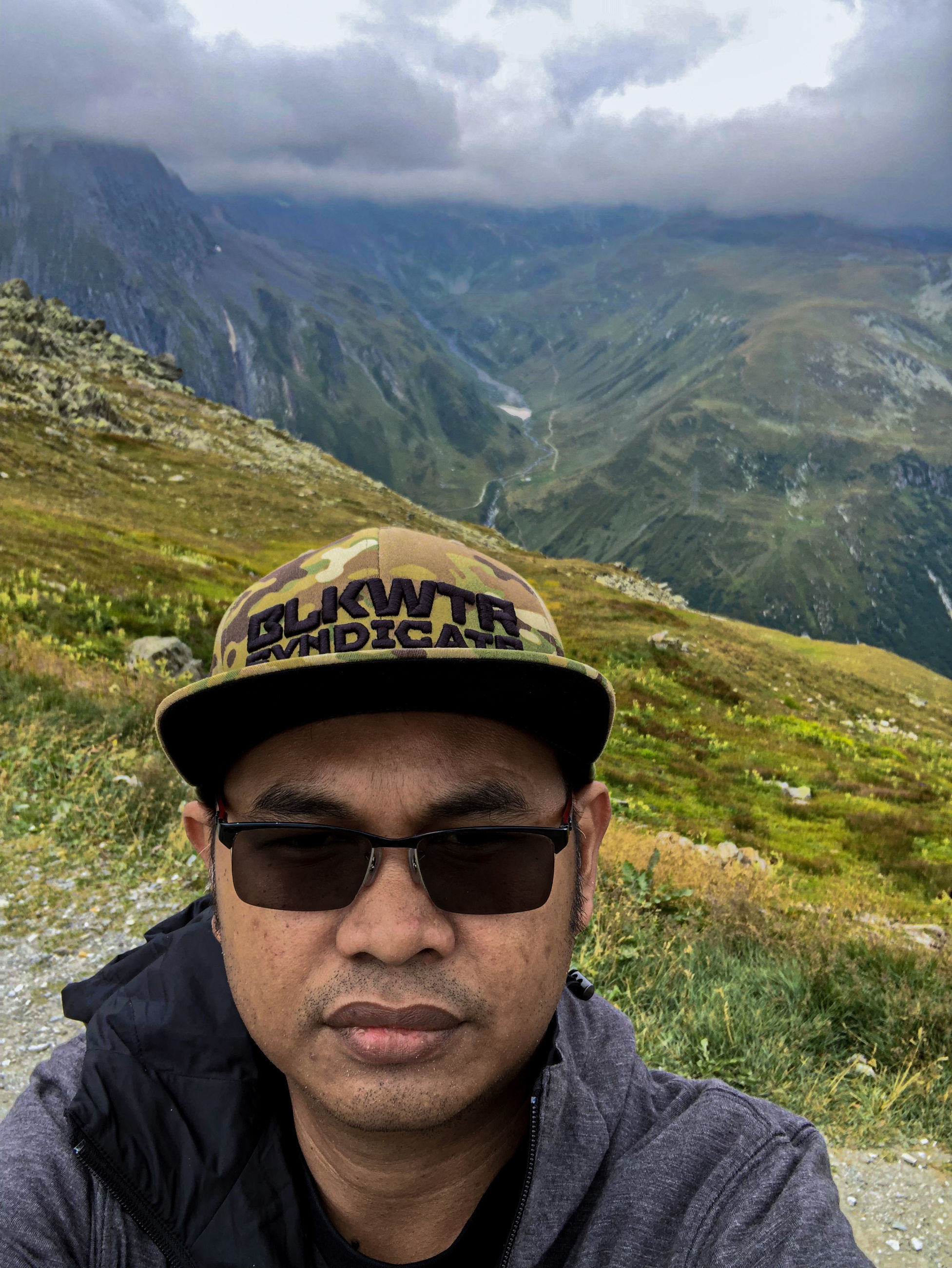 portrait, real people, glasses, one person, mountain, leisure activity, headshot, lifestyles, looking at camera, fashion, non-urban scene, nature, scenics - nature, day, men, front view, sunglasses, beauty in nature, young men, mountain range, outdoors