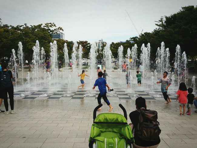 Taking Photos What Will You See Cityscapes Just Chilling People Watching Everybodystreet Children Korea