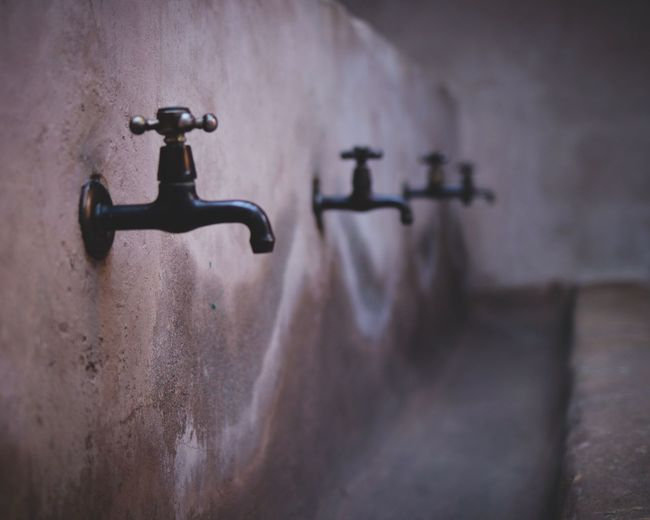 Wash Indoors  Metal No People Wall - Building Feature Old Faucet Domestic Room Close-up Sink Home Selective Focus Focus On Foreground