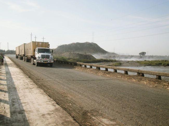 Trailer Trailers Agroindustria Zafra Azucarera Casagrande Peru Valle Chicama Ingenio Azucarero vehículo con destino los campos de la zafra de la empresa agroindustrial Casa Grande, Perú
