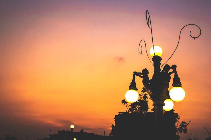 Sunset Sun Sunrise Sunset_collection Sunset #sun #clouds #skylovers #sky #nature #beautifulinnature #naturalbeauty #photography #landscape Sky Orange Color Object Photography Sunshine Nature