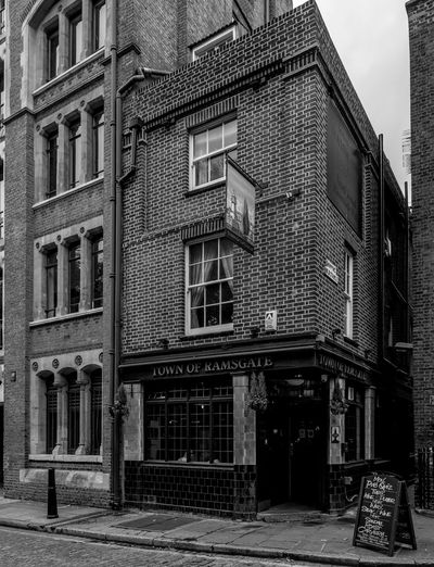 The Town of Ramsgate, Wapping High Street, Wapping, London FUJIFILMXT2 London Black And White Monochrome Photography Wapping Monochrome FUJIFILM X-T2 Docks Architecture Pubs London Pub