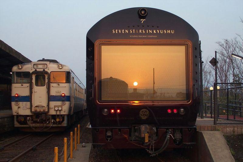 Sunrise through the window.クルーズトレイン七つ星の車窓ごしにご来光(*゚∀゚*) Taking Photos Sunrise Train Morning Japan ~カメログまたここで~ Landscape Olympus