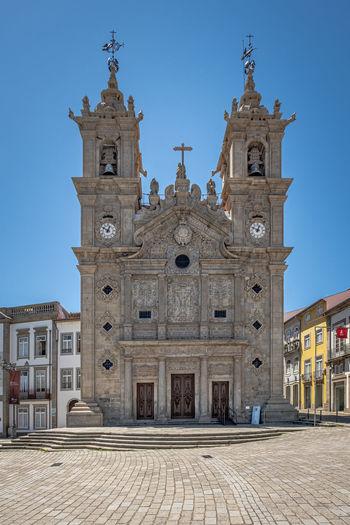Igreja de santa cruz at carlos amarante square in braga