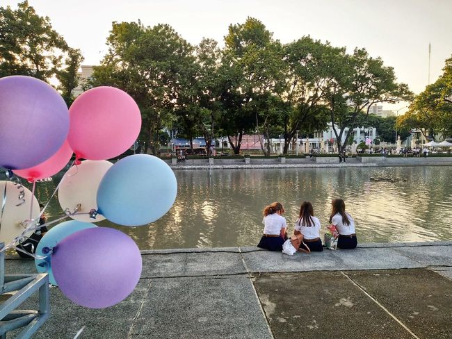 Friendship Balloon Adult People Day Outdoors Togetherness Real People Sitting Lifestyles Women Large Group Of People Friendship City university undergraduate
