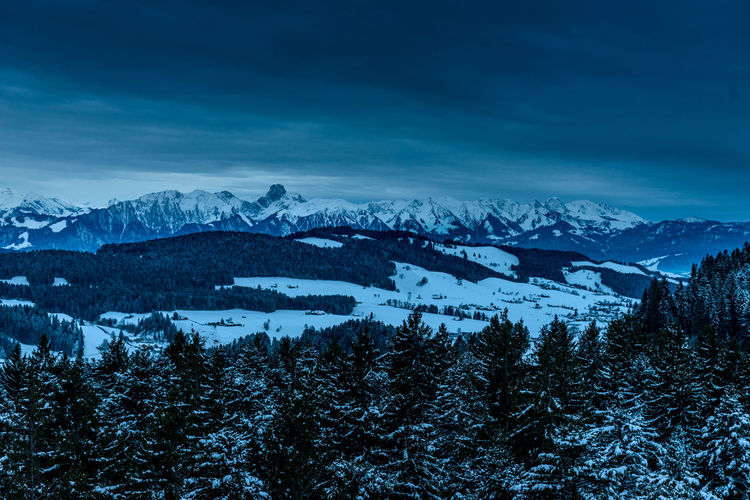 Wintermorgen über dem Emmental mit Stockhorn in der Distanz Beauty In Nature Cold Temperature Day Landscape Mountain Mountain Range Nature No People Outdoors Scenics Sky Snow Tranquil Scene Tranquility Tree Wilderness Area Winter