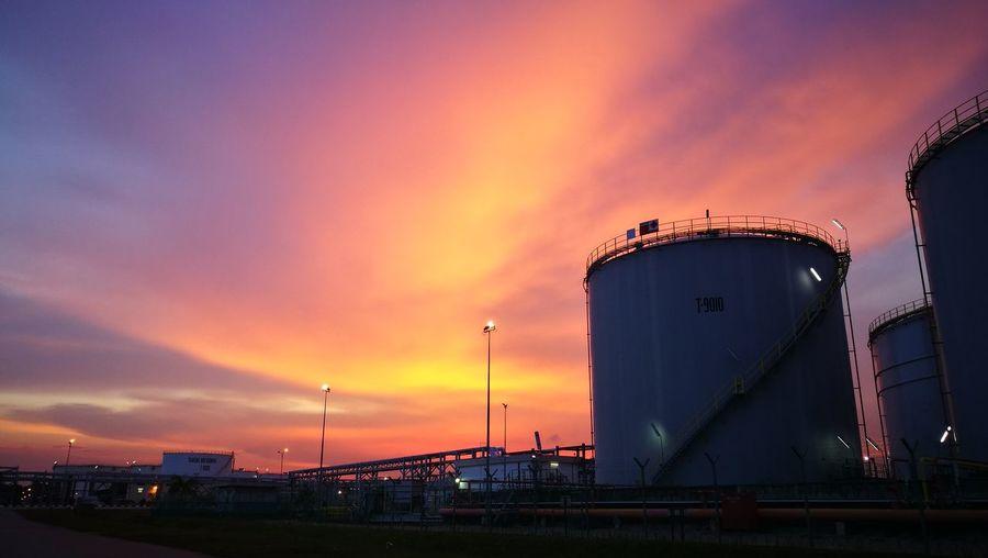 Sunset Burningsky Storage Tank Sunsetattheport Amazingsky Redblueorange