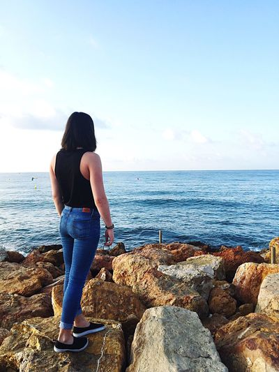 Sea Horizon Over Water Water Full Length Rear View One Person Sky Beach Lifestyles Nature Real People Day Beauty In Nature Smail (:  Relaxing
