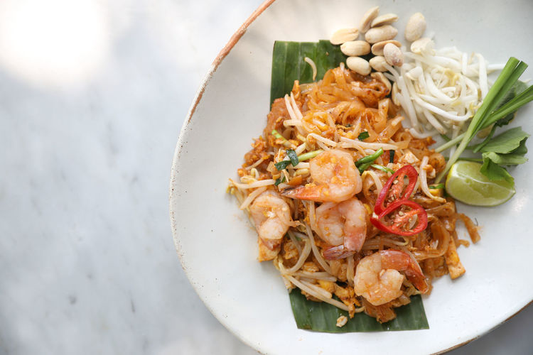 Pad Thai Pad Thai Kung Pad Thai With Shrimp Fried Noodles Thai Food Food Food And Drink Ready-to-eat Freshness Healthy Eating Wellbeing Plate Serving Size High Angle View Table Still Life Vegetable Indoors  Bowl Seafood Meal Dinner Garnish Crockery
