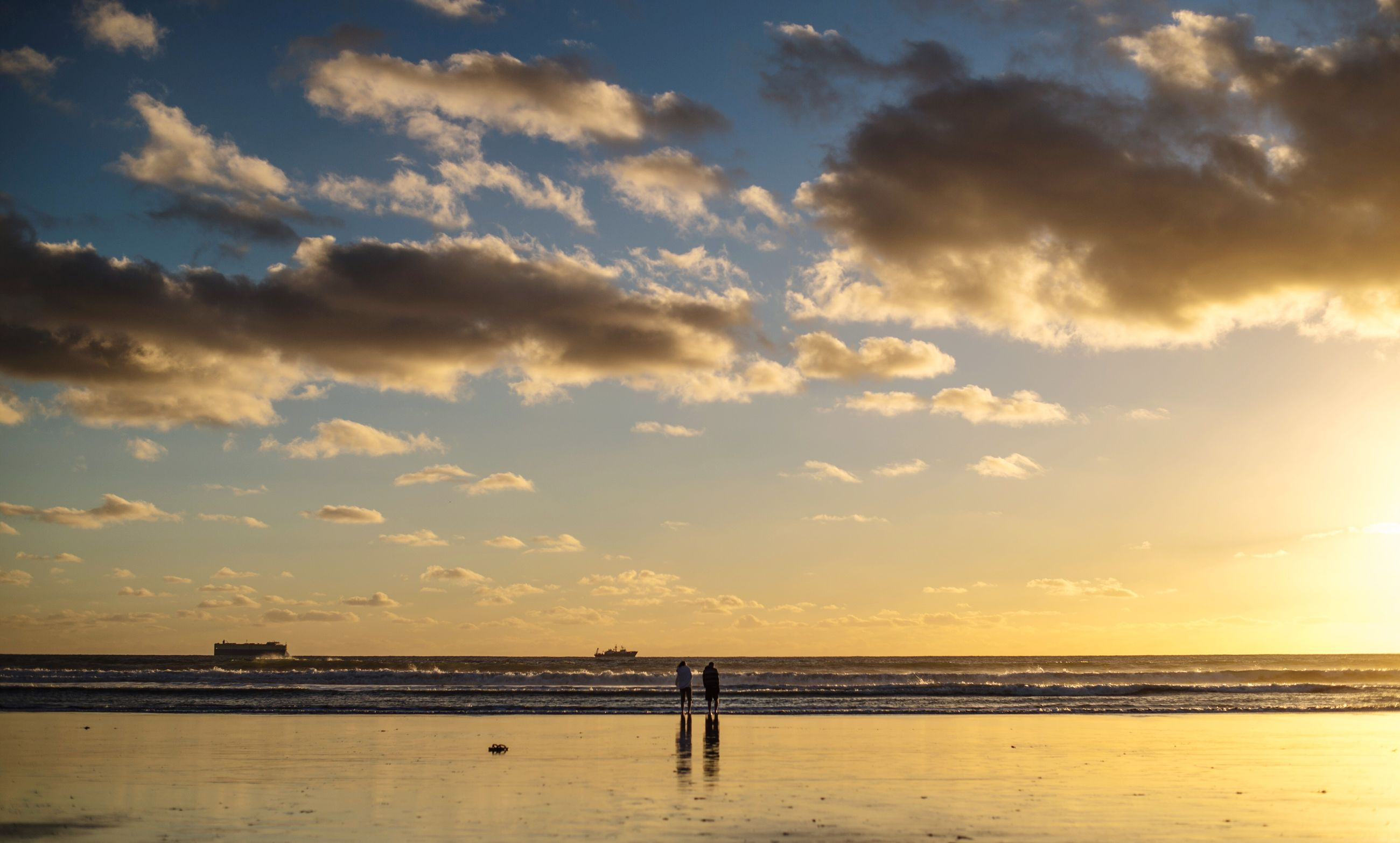 sea, horizon over water, water, beach, sky, scenics, tranquil scene, tranquility, beauty in nature, sunset, shore, nature, idyllic, cloud - sky, sand, cloud, silhouette, vacations, outdoors, incidental people