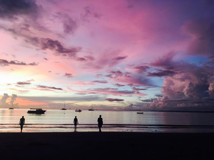 Faszination Colourful Beach Sea Sunset Sky Water Scenics Nature Beauty In Nature Silhouette Horizon Over Water Vacations Real People Outdoors Sand Cloud - Sky