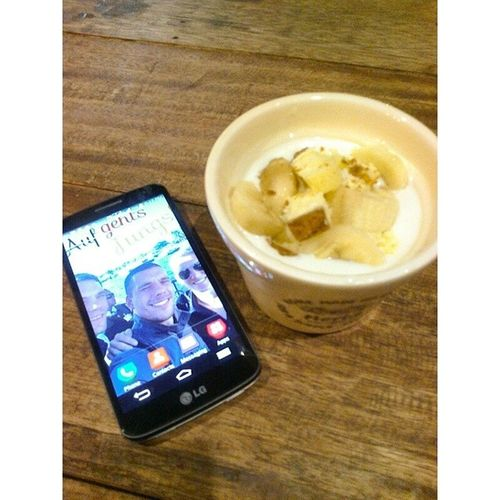 Capping off Friday night with a delicious cup of Sagada-syle yogurt with cheesecake bits and bananas. Satinkanaturals Cheesecake Bananas Sagadastyle yogurt snack fridaynights healthy delicious makaticity